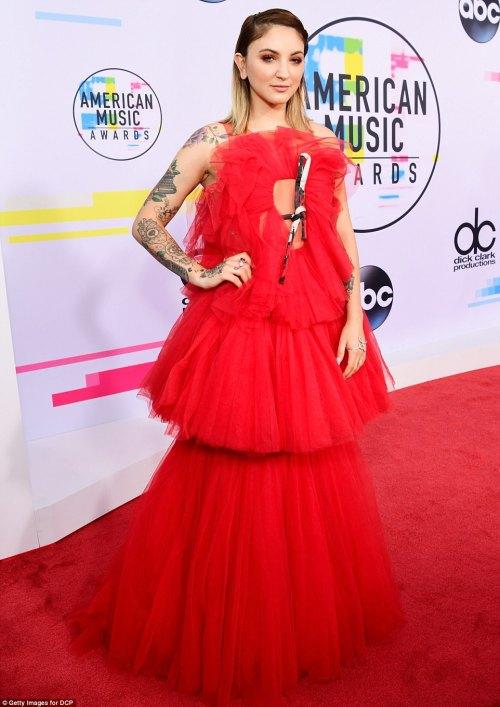 Julia Michaels American Music Awards 2017